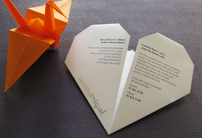 Convite de casamento Origami formato de coração - Frente.Fonte da imagem: Reprodução/LoveLab