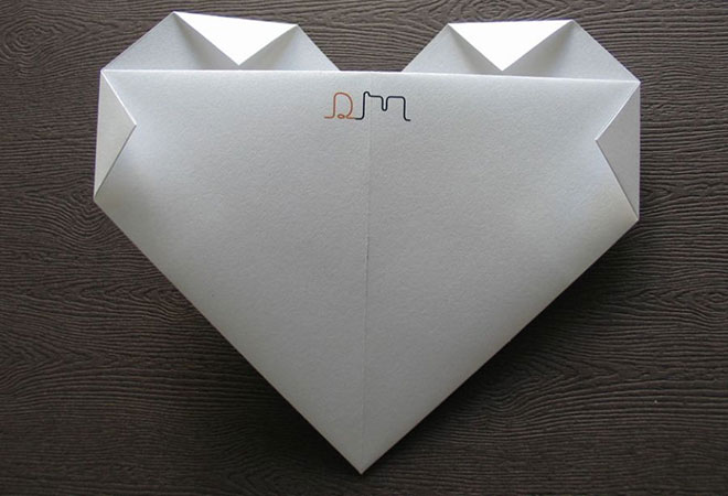 Convite de casamento Origami formato de coração - Verso.Fonte da imagem: Reprodução/LoveLab