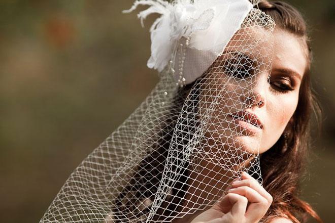 Véu bem ousado também é bastante utilizado entre noivas.Fonte da imagem: Reprodução/Mulher Beleza