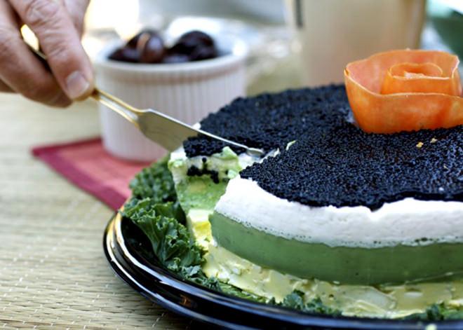Bolo de casamento de caviar pode não ser tão agradável rs.Fonte da imagem: Reprodução/TASTE WITH THE EYES