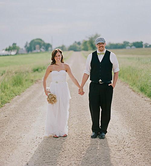 Noiva e noivo super básicos e elegantes.Fonte da imagem: Reprodução/LIFE OF A VINTAGE LOVER