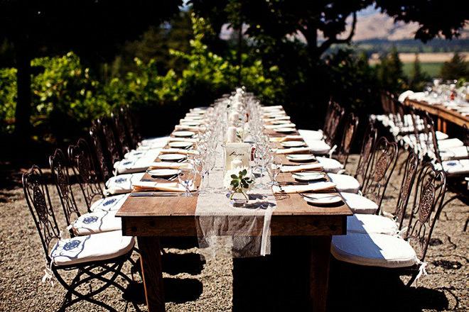 Mesa rústica para cerimônia.Fonte da imagem: Reprodução/Vivere all'italiana