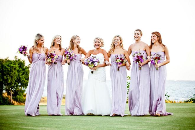 Vestidos de madrinha de casamento com modelo e cor igual (lilás clarinho).Fonte da imagem: Reprodução/VPonsale