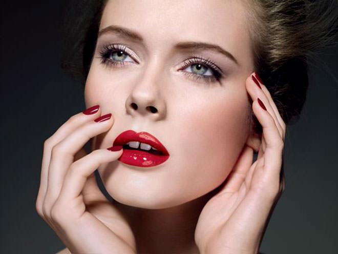 Bem ousada essa maquiagem, porém bem diva.Fonte da imagem: Reprodução/Sposalicious