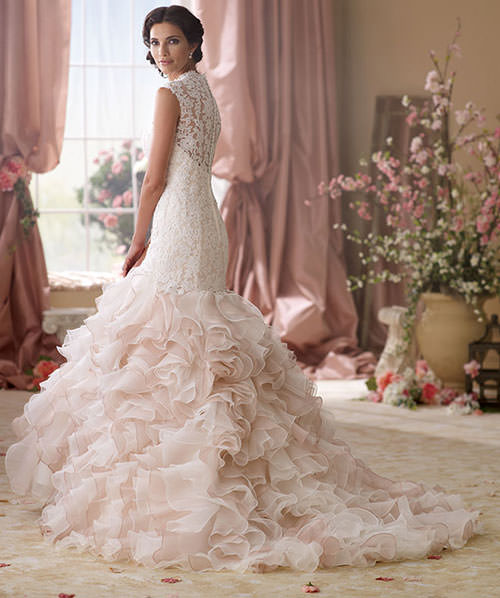 Vestido de noiva 2014 com costa inteira bordada com renda.Fonte da imagem: Reprodução/David Tutera