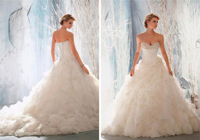 Vestido de noiva 2014 estilo princesa super lindíssimo com bordados nos seios e babado na saia.Fonte da imagem: Reprodução/Modern Wedding