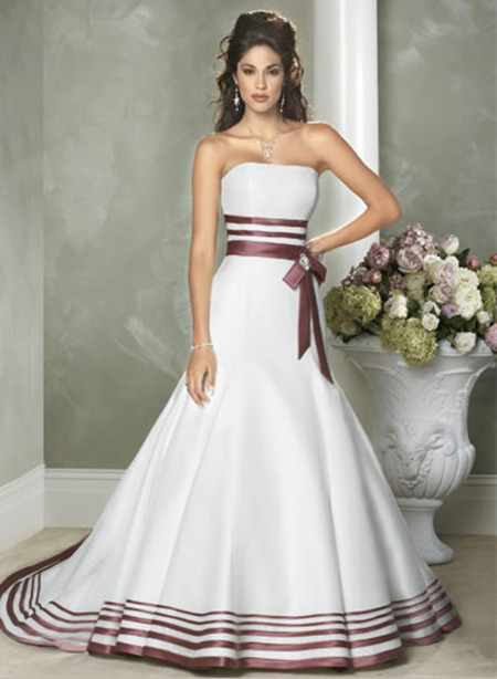 Vestidos de noiva: Não saiu tanto do tradicional e ficou show.Fonte da imagem: Reprodução/Hanimefendi.com