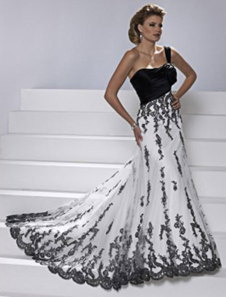 Ainda bem que o tabu do preto passou, porque esse vestido está magnifico.Fonte da imagem: Reprodução/H! BRIDAL