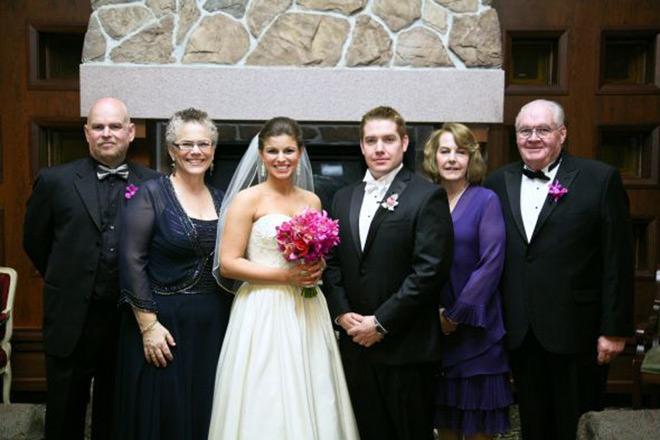 E pra finalizar, os noivos com os pais. Lindos.Fonte da imagem: Reprodução/weddingbee
