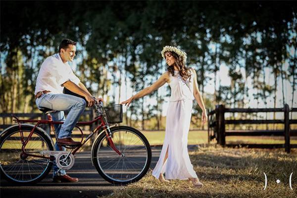 E quem disse que sua bicicleta encostada não tem mais utilidade? Amei essa foto