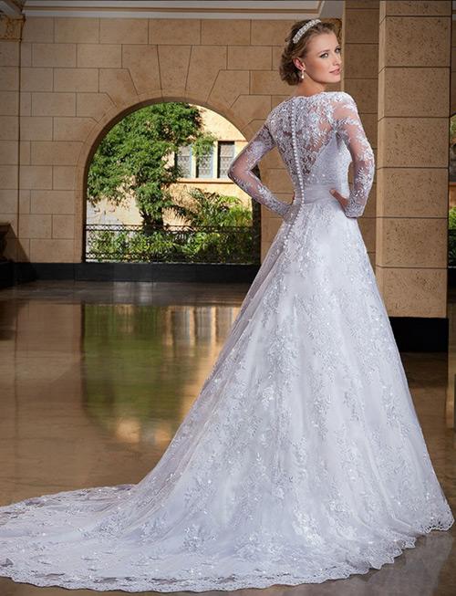 Vestido de noiva com costa toda bordada e cauda longa na medida ideal. Apaixonada *-*