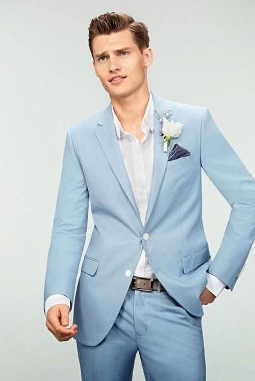 Algumas cores de flores também combinam com o paletó azul
