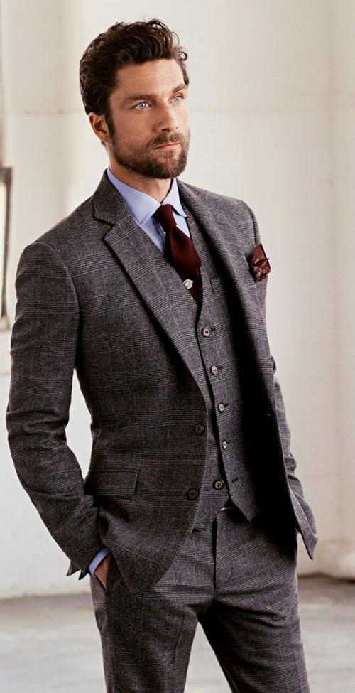 Esse terno é lindo e combina com qualquer tipo de camisa e gravata