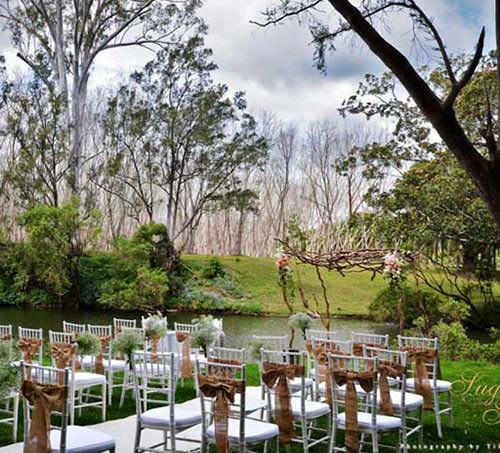 Cerimônia ao ar livre + Lago = PURO AMOR