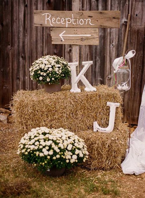 Porque decoração de casamento rústico tem que ter palha né? hehe