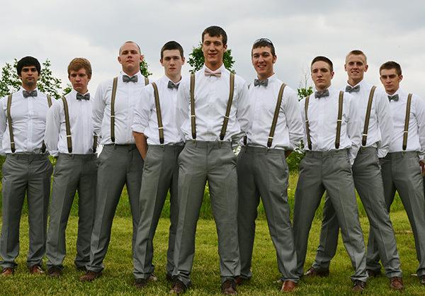 Caso queira dar uma divertida nas gravatas, use elas listradas ou até mesmo de bolinhas