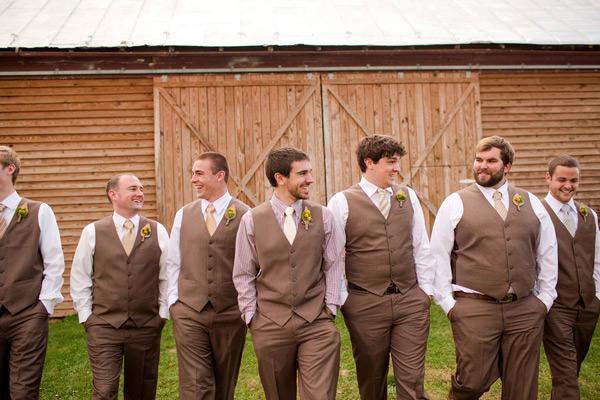 Achei uma cor bem inovadora para trajes de casamento, super fofa