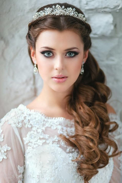 Se seu vestido é estilo princesa, essa tiara vai ficar perfeita!