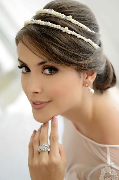 Penteados com Tiara em pérolas são puro glamour