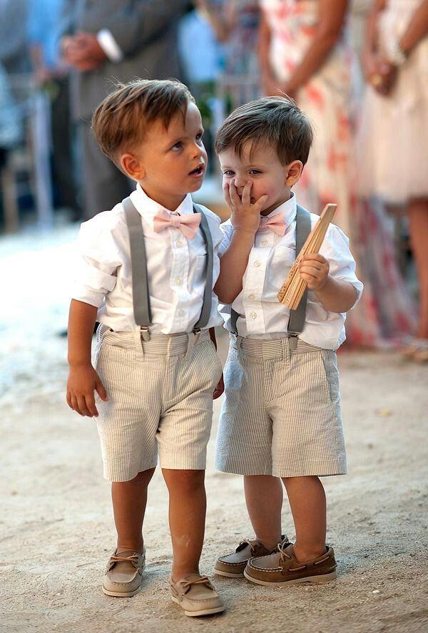 A cor da combinação de roupas é neutra, então dá pra utilizar com diversas cores de gravata