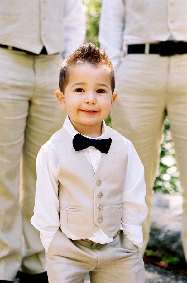Roupas de Pajem com colete e gravata borboleta são muito fofas!