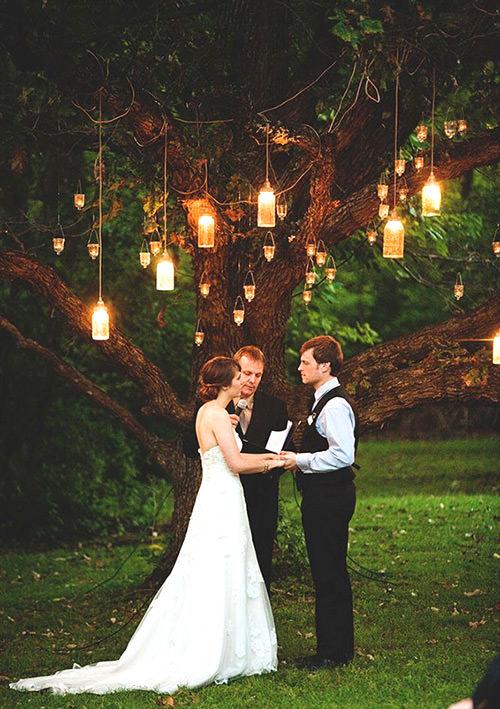 Apaixonada por essa árvore com velas