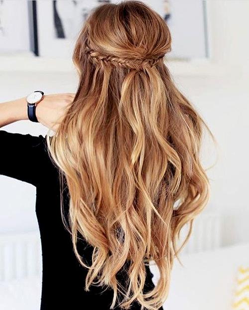 Você pode fazer a continuação dessa trança descendo pelo centro do cabelo, fica show