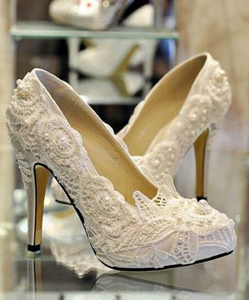 Sapatos para Noivas: 10 Inspirações para Arrasar da Cabeça aos Pés